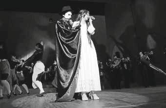 Makuhari-Phantom-Opera-PL